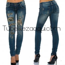 Jeans push up con rotos militares y bolsillos detras