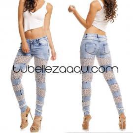 Jeans push up azul claro con detalle en rejilla