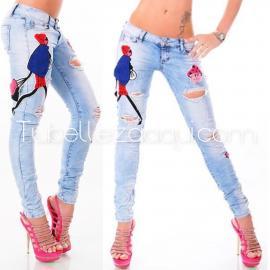 Jeans push up azul claro con detalle original