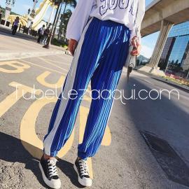 Pantalones azul plisado con raya blanca