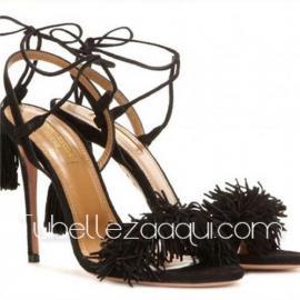 Sandalia negra tacón fino con flecos y cuerdas