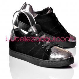 Sneakers negras con detalles Dorados o Platas